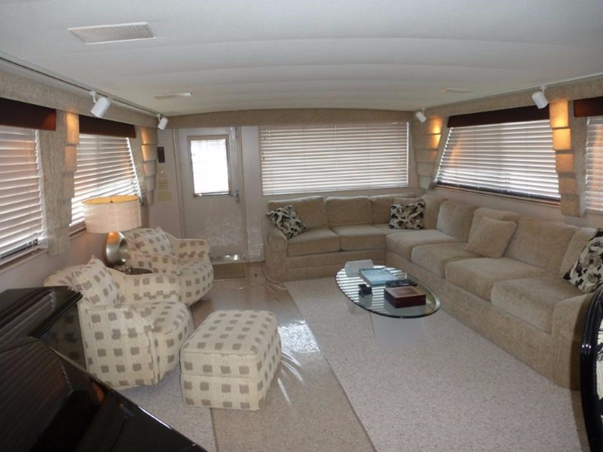Hatteras 70 Motor Yacht - Salon