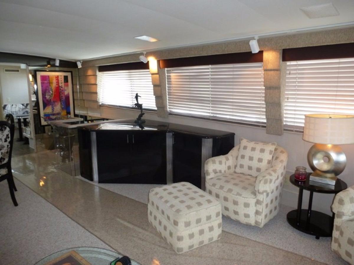 Hatteras 70 Motor Yacht - Salon 4
