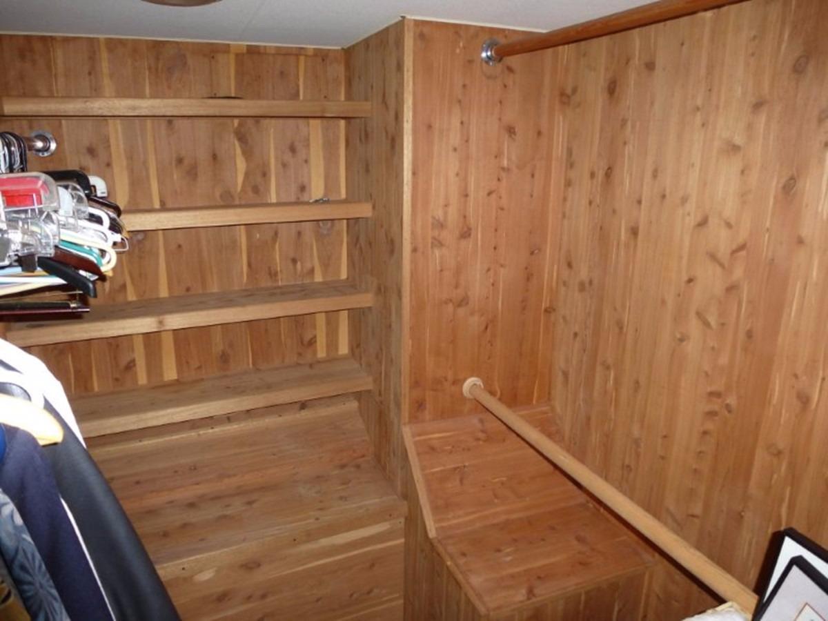 Hatteras 70 Motor Yacht - Master Closet