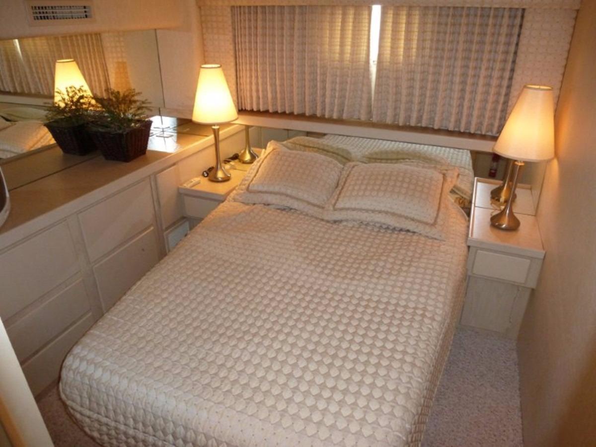 Hatteras 70 Motor Yacht - VIPStateroom
