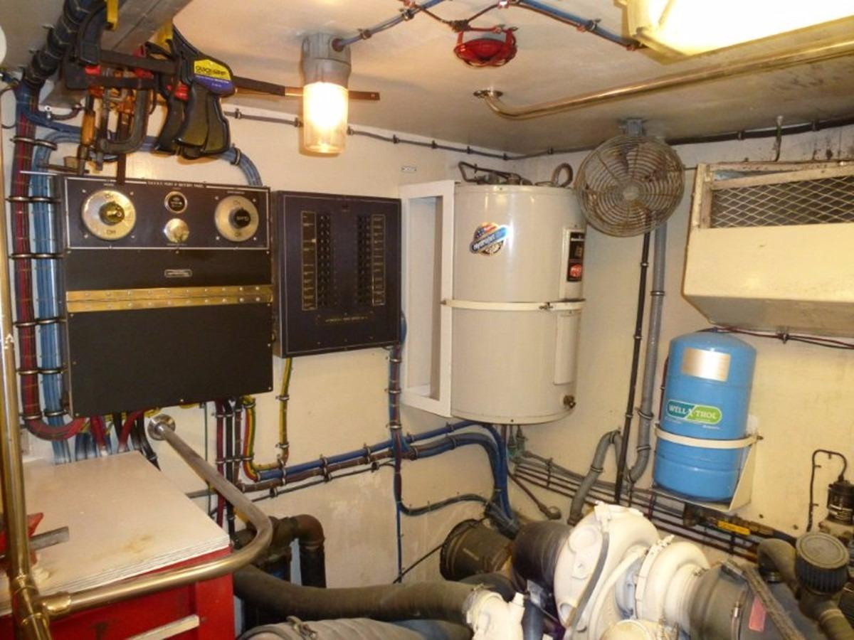 Hatteras 70 Motor Yacht - Engine Room 4