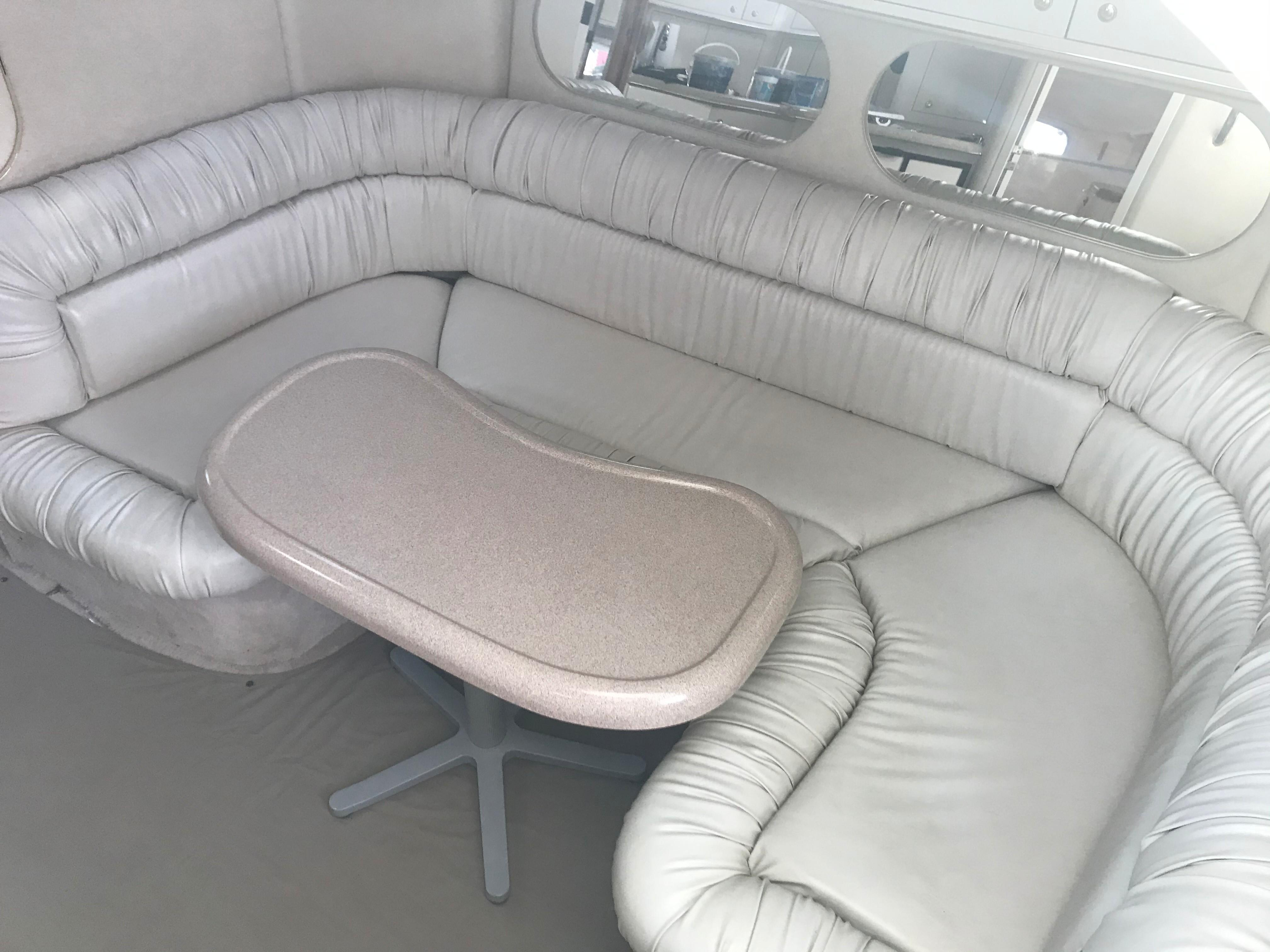 Sea Ray 370 Express Cruiser - U-shaped settee in Cabin to starboard