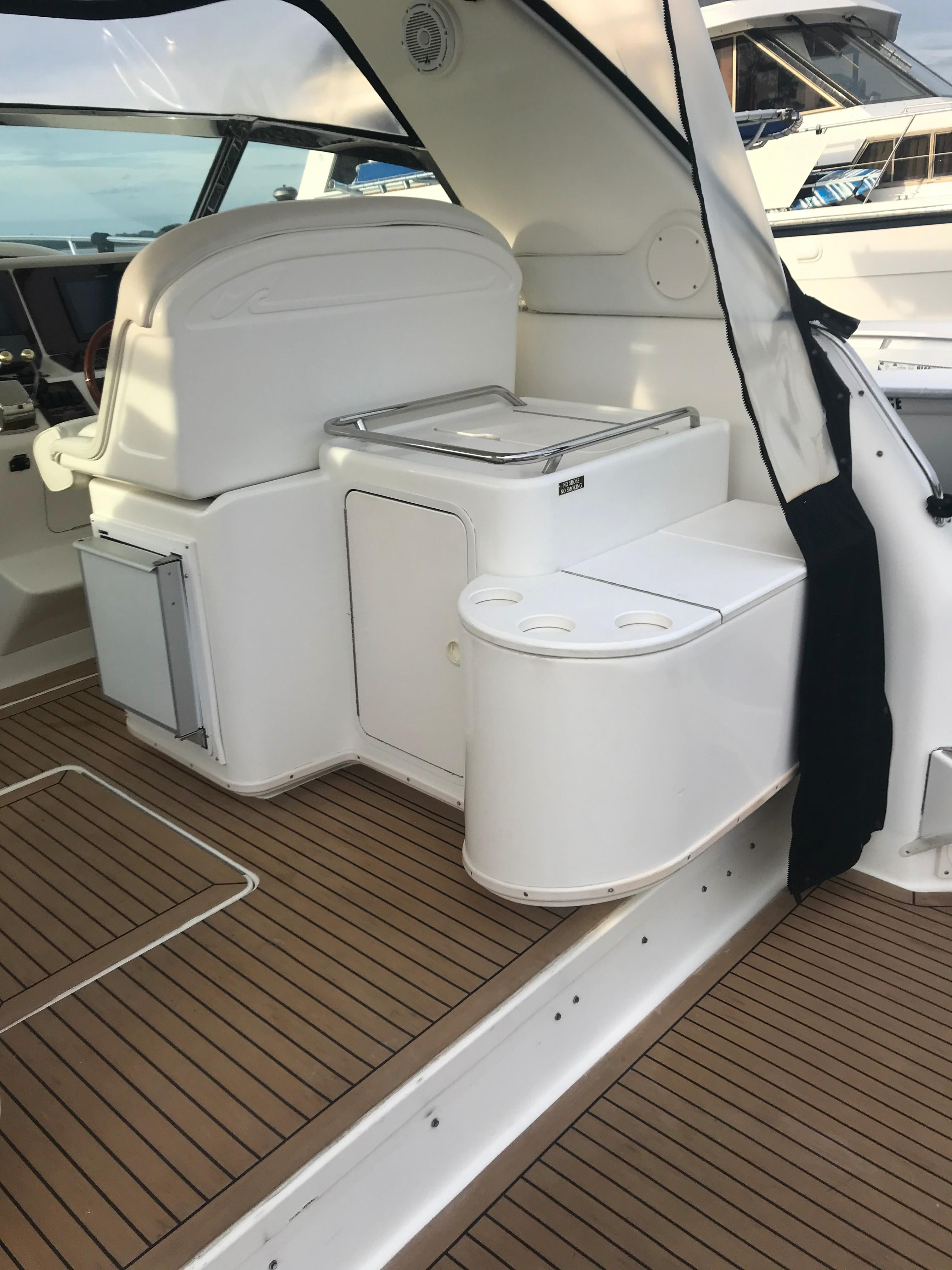 Sea Ray 370 Express Cruiser - Live well/ice cooler/trash chute/wet bar/icemaker