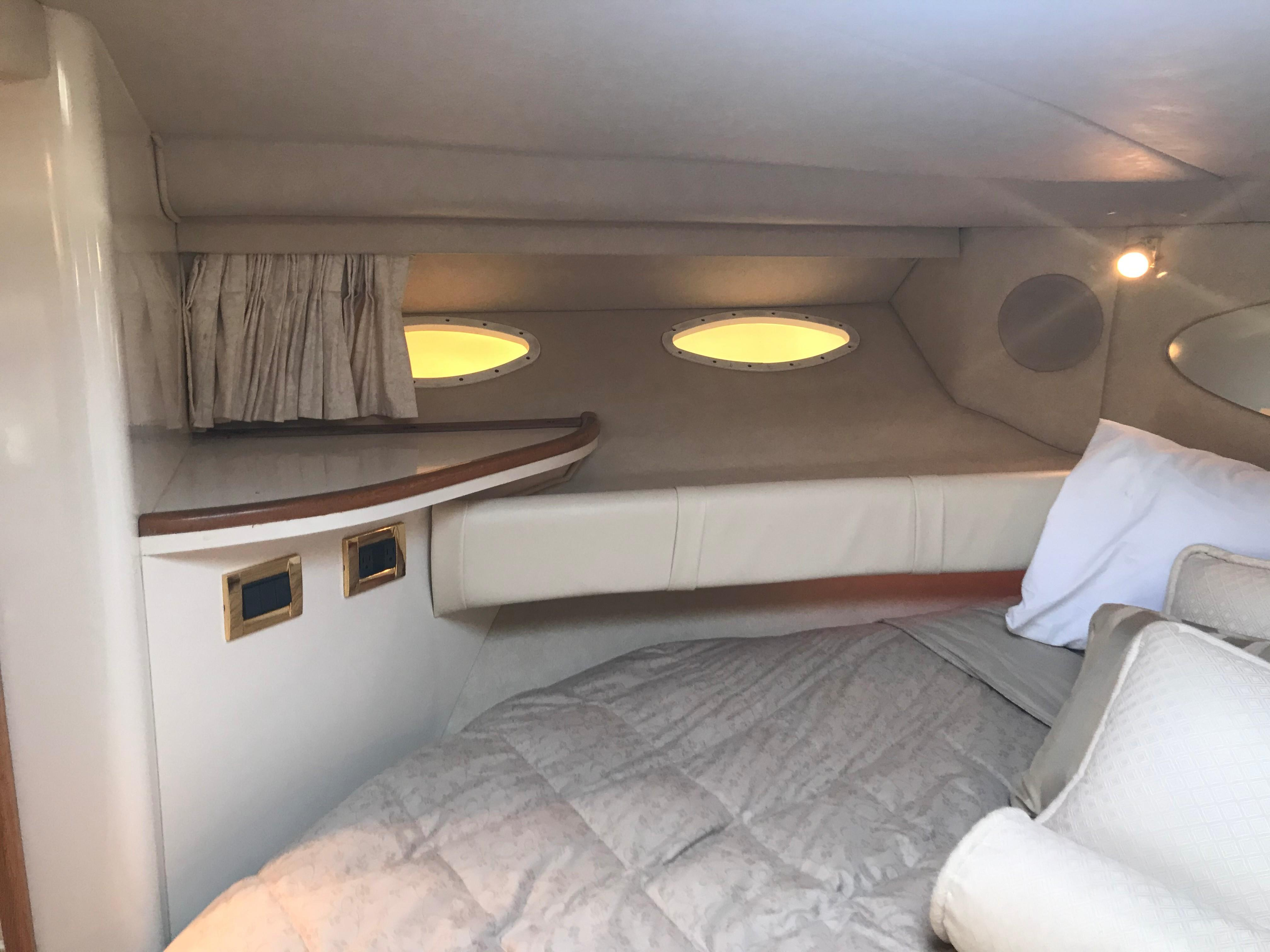 Sea Ray 370 Express Cruiser - Forward Stateroom to port