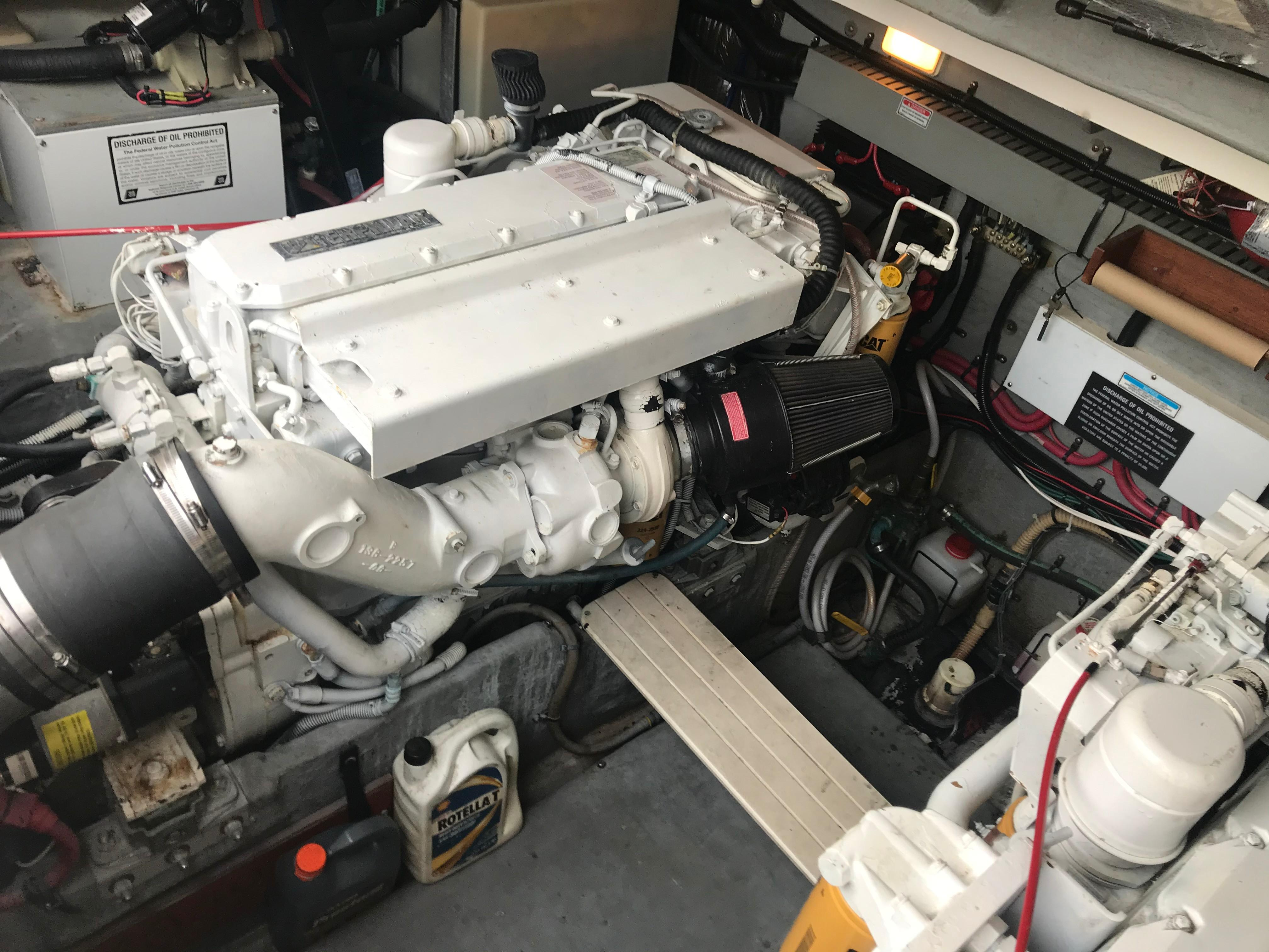 Sea Ray 370 Express Cruiser - Port Engine