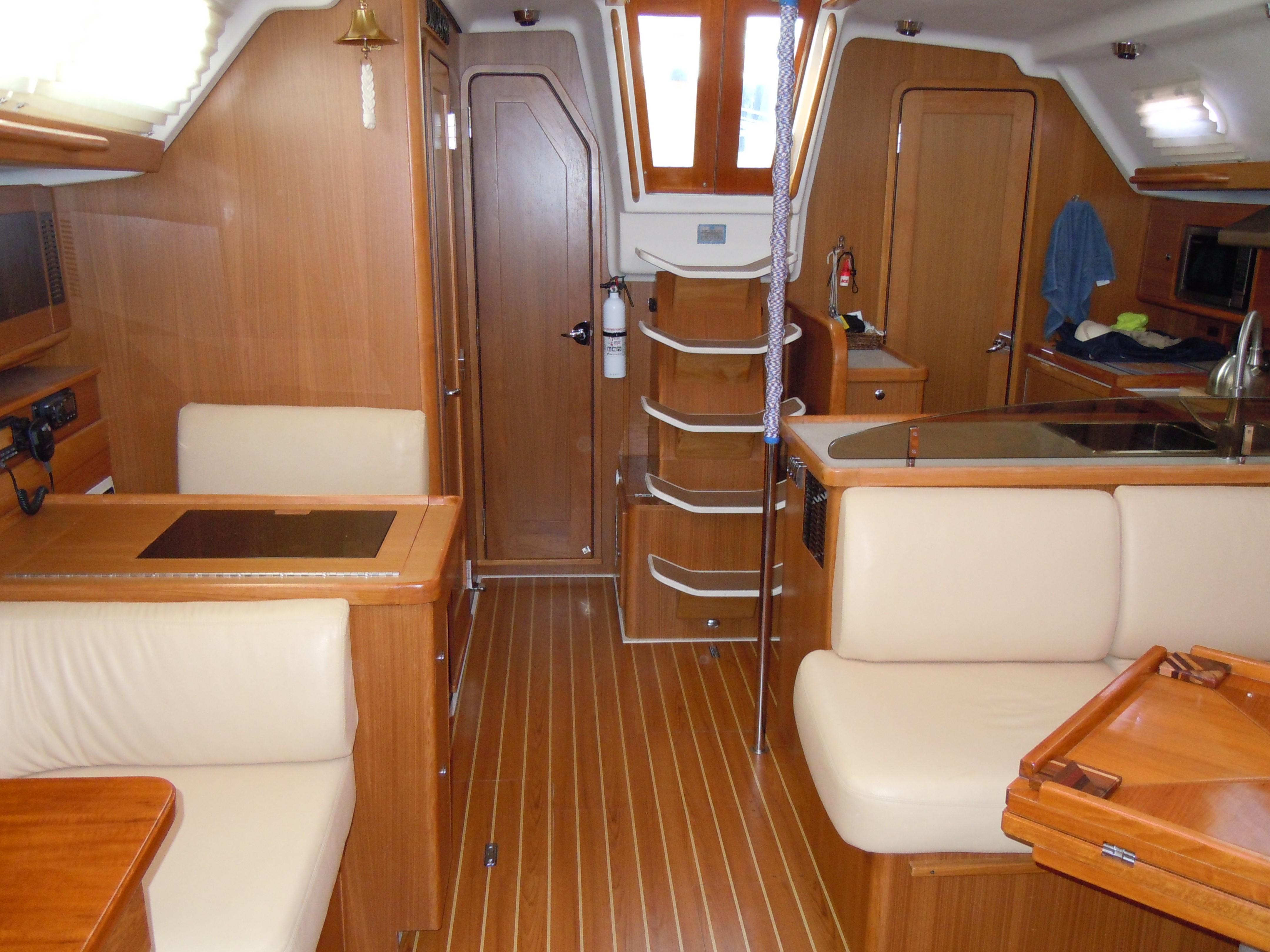 44' Catalina 445 2011   Seacoast Yachts