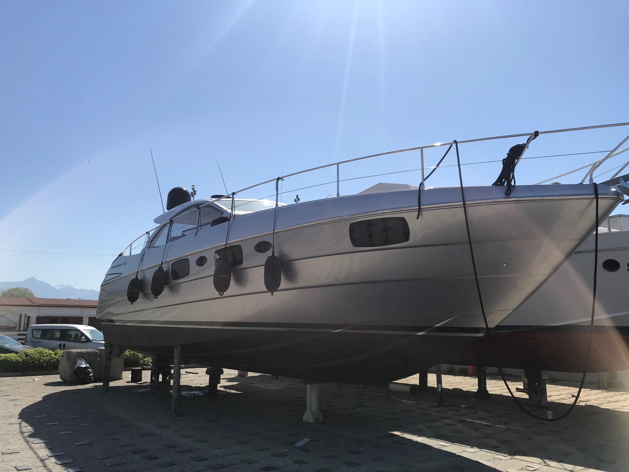 51.94 ft Pershing 50.1
