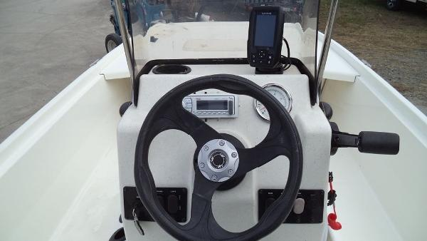2015 Mako boat for sale, model of the boat is Pro Skiff 17 CC & Image # 4 of 12