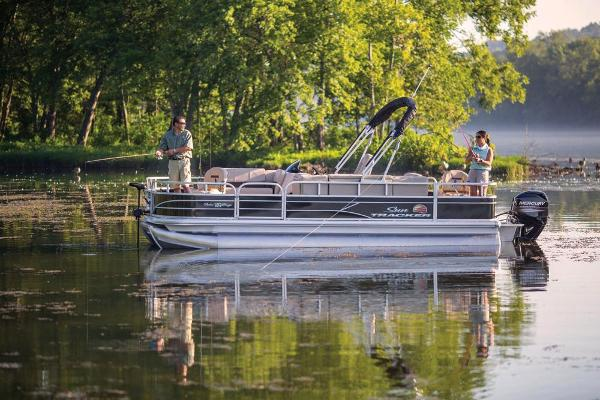 2019 Sun Tracker boat for sale, model of the boat is Fishin' Barge 20 DLX & Image # 5 of 20