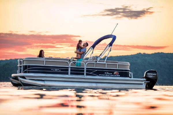 2019 Sun Tracker boat for sale, model of the boat is Party Barge 20 DLX & Image # 4 of 19