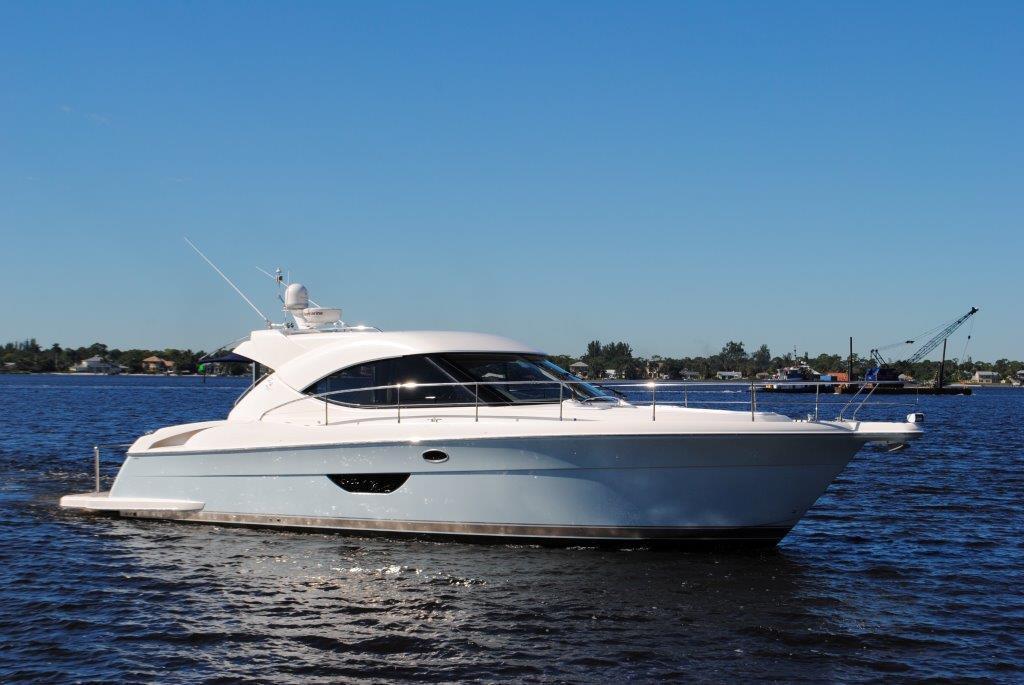 2009 Riviera 44 Sport Yacht