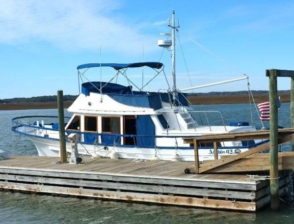 43' Albin Classic 43 Trunk Cabin Trawler