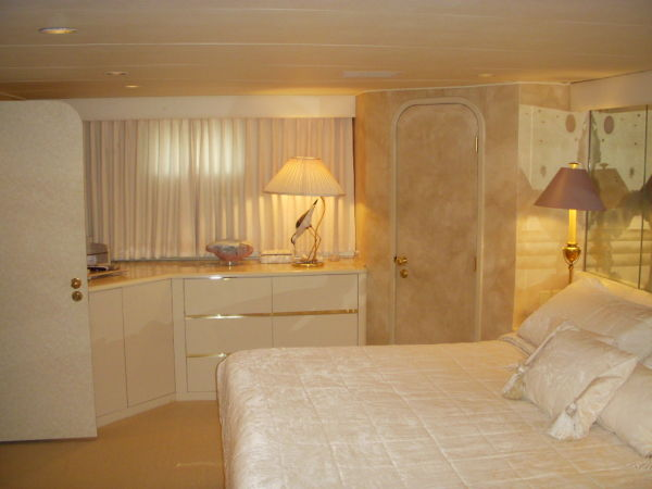 Master Stateroom (Port Side)