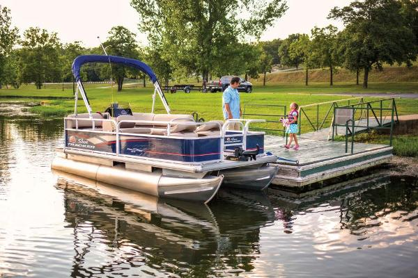 2019 Sun Tracker boat for sale, model of the boat is Bass Buggy 16 DLX & Image # 5 of 46