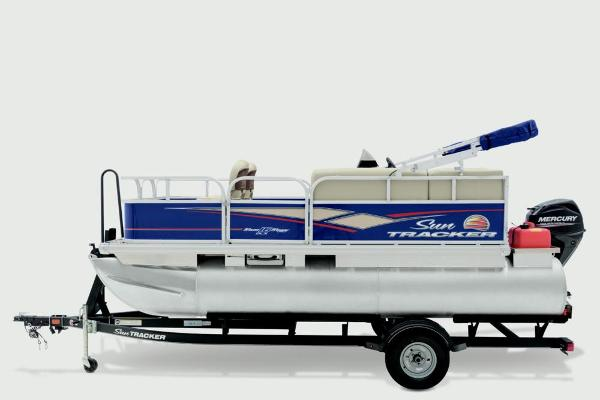 2019 Sun Tracker boat for sale, model of the boat is Bass Buggy 16 DLX & Image # 11 of 20