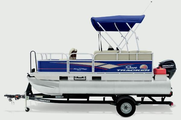 2019 Sun Tracker boat for sale, model of the boat is Bass Buggy 16 DLX & Image # 12 of 20