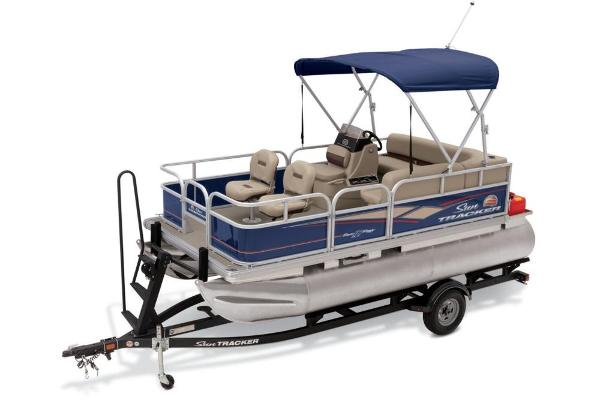 2019 Sun Tracker boat for sale, model of the boat is Bass Buggy 16 DLX & Image # 3 of 46