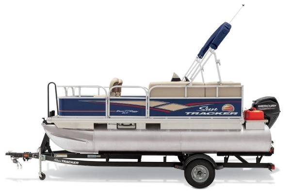 2019 Sun Tracker boat for sale, model of the boat is Bass Buggy 16 DLX & Image # 11 of 46