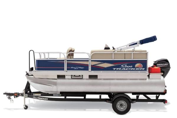 2019 Sun Tracker boat for sale, model of the boat is Bass Buggy 16 DLX & Image # 10 of 46