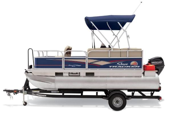 2019 Sun Tracker boat for sale, model of the boat is Bass Buggy 16 DLX & Image # 12 of 46