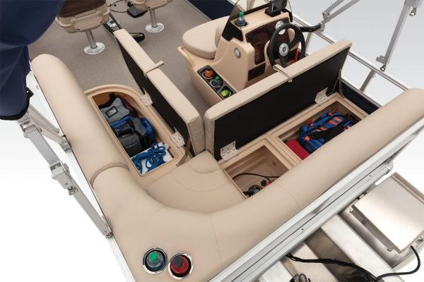 2019 Sun Tracker boat for sale, model of the boat is Bass Buggy 16 DLX & Image # 34 of 46