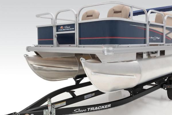 2019 Sun Tracker boat for sale, model of the boat is Bass Buggy 16 DLX & Image # 20 of 46