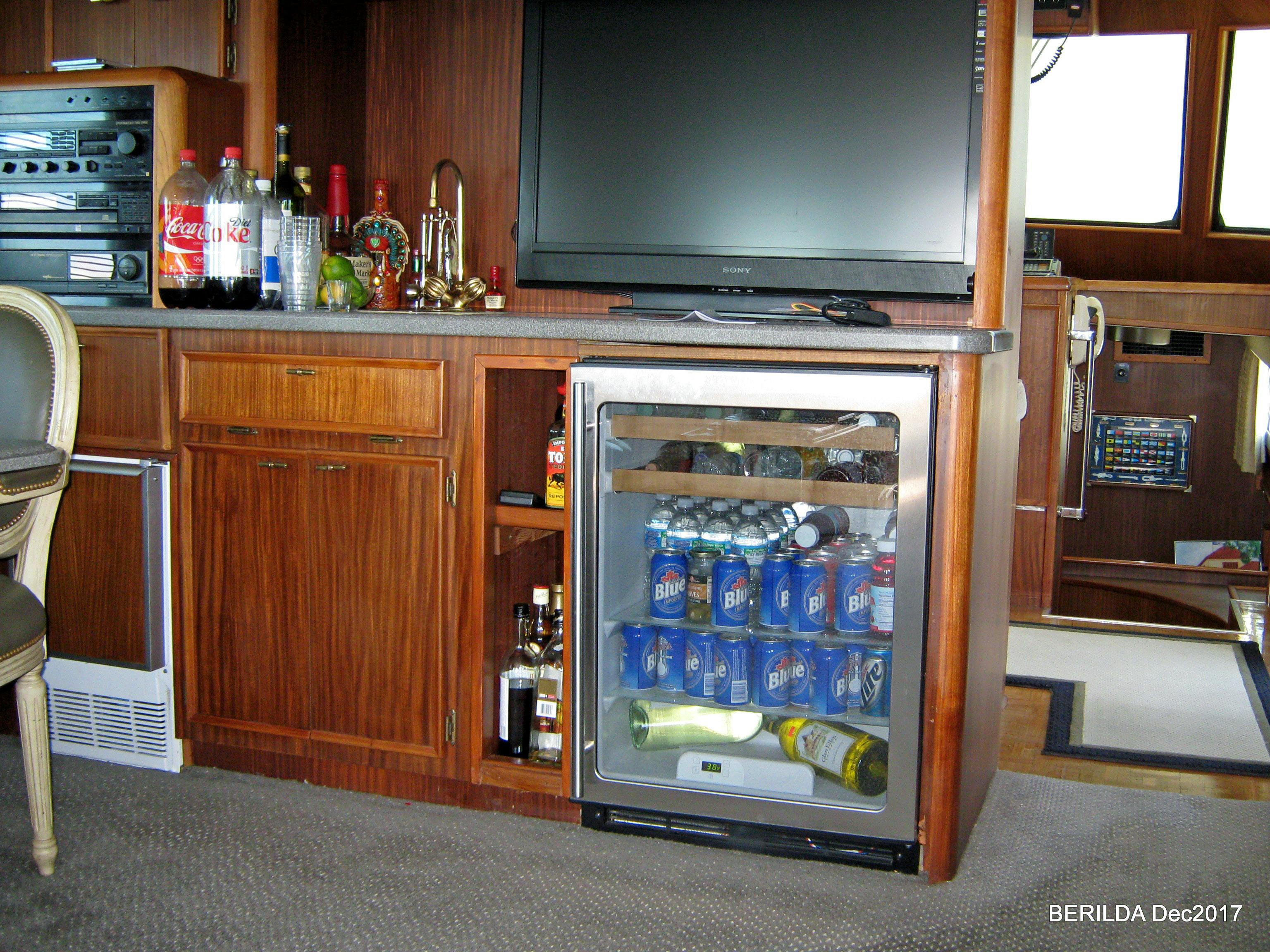Salon Cooler and TV