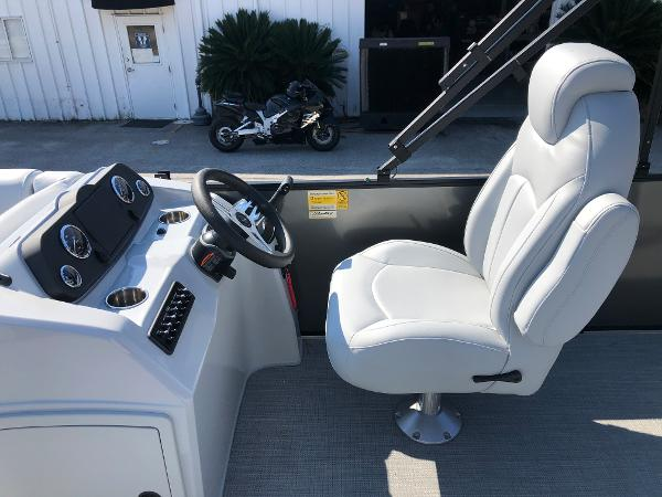 2021 Bentley boat for sale, model of the boat is 243 Fish & Image # 19 of 28