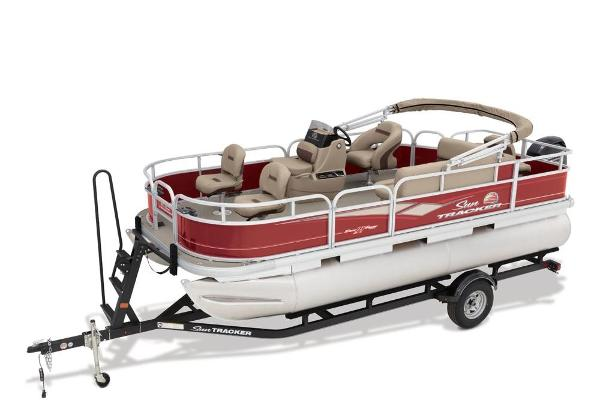 2019 Sun Tracker boat for sale, model of the boat is Bass Buggy 18 DLX & Image # 2 of 32