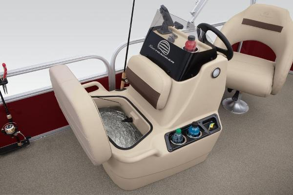 2019 Sun Tracker boat for sale, model of the boat is Bass Buggy 18 DLX & Image # 16 of 32