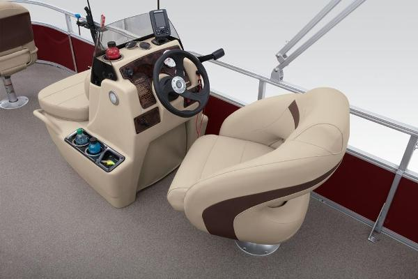 2019 Sun Tracker boat for sale, model of the boat is Bass Buggy 18 DLX & Image # 17 of 32