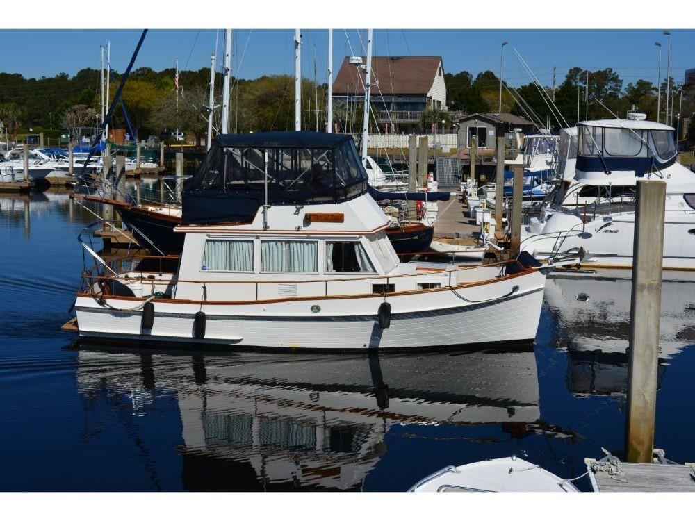 Grand Banks Sedan - Starboard Profile