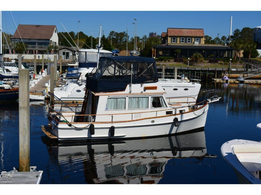 Grand Banks Sedan - Starboard View