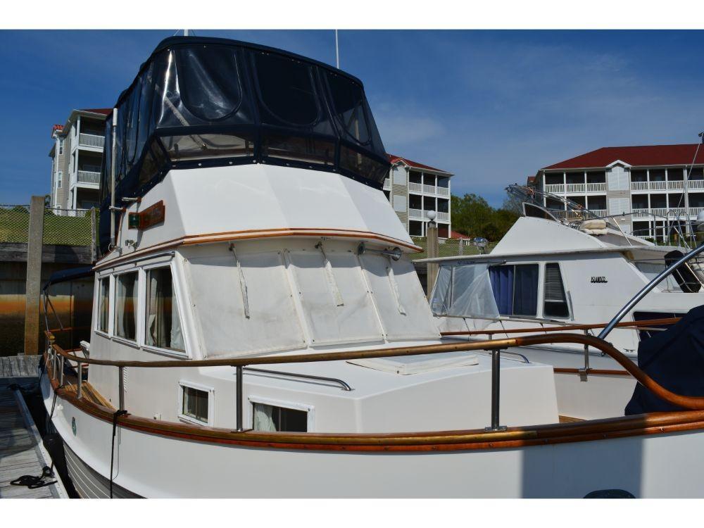Grand Banks Sedan - Starboard Bow