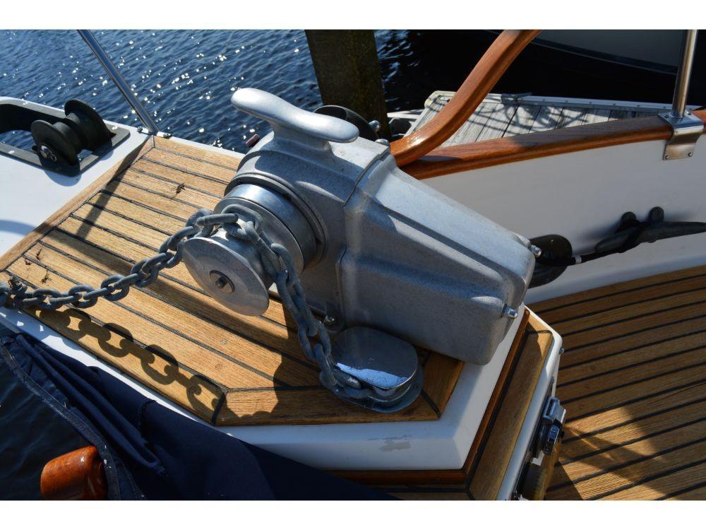 Grand Banks Sedan - Windlass 2