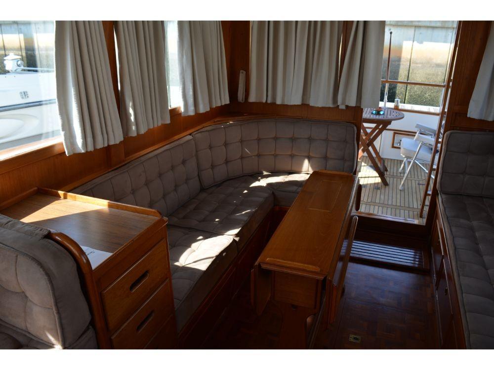 Grand Banks Sedan - Starboard Side Settee