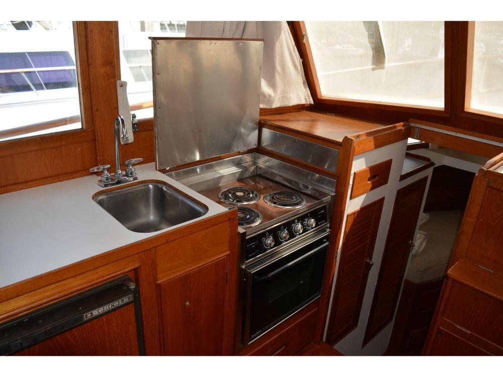 Grand Banks Sedan - Princess Stovetop Oven