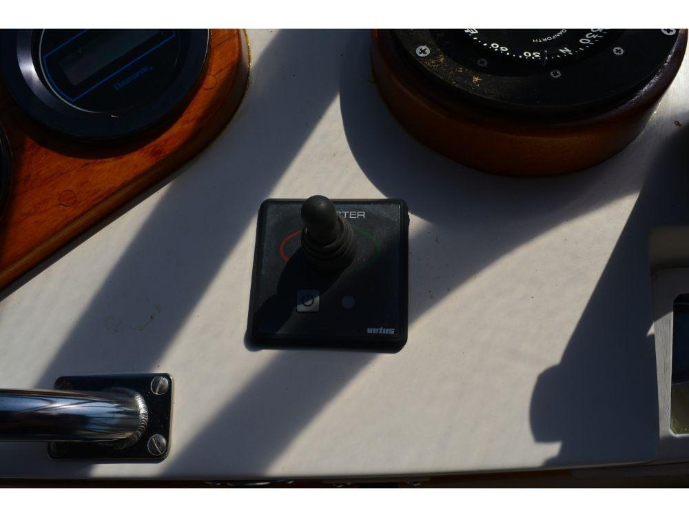 Grand Banks Sedan - Vetus Bow Thruster Controls