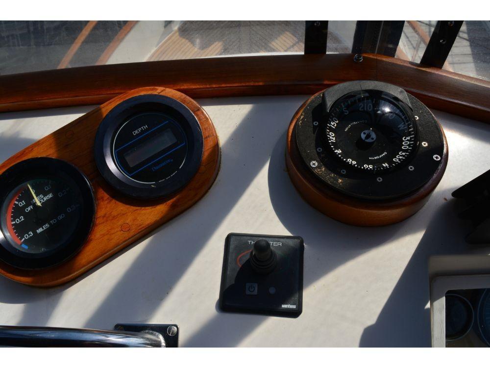 Grand Banks Sedan - Compass and Gauges