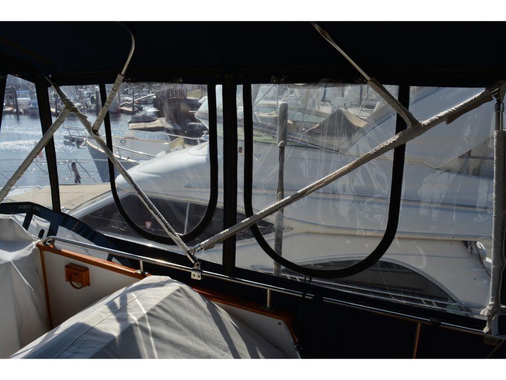 Grand Banks Sedan - Bridge Enclosure 3
