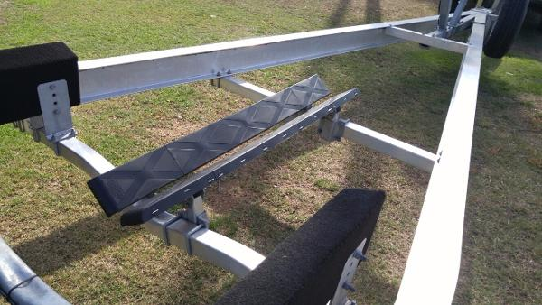 adjustable bow bunks
