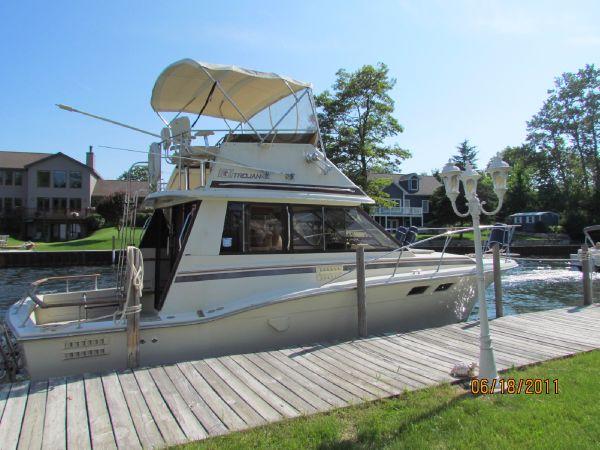 Trojan 32 Sedan (F-32) Convertible Boats. Listing Number: M-3843721