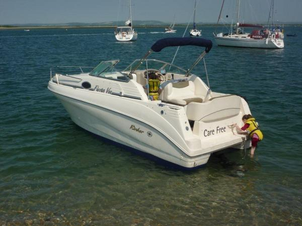 This Rinker 242 Fiesta Vee is a good example of this popular family style ...