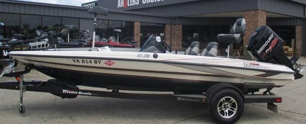2014 Triton boat for sale, model of the boat is 18 XS & Image # 1 of 8