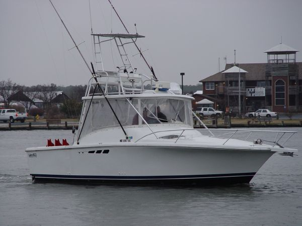 Luhrs 290 Tournament Open with Half Tower Sports Fishing Boats