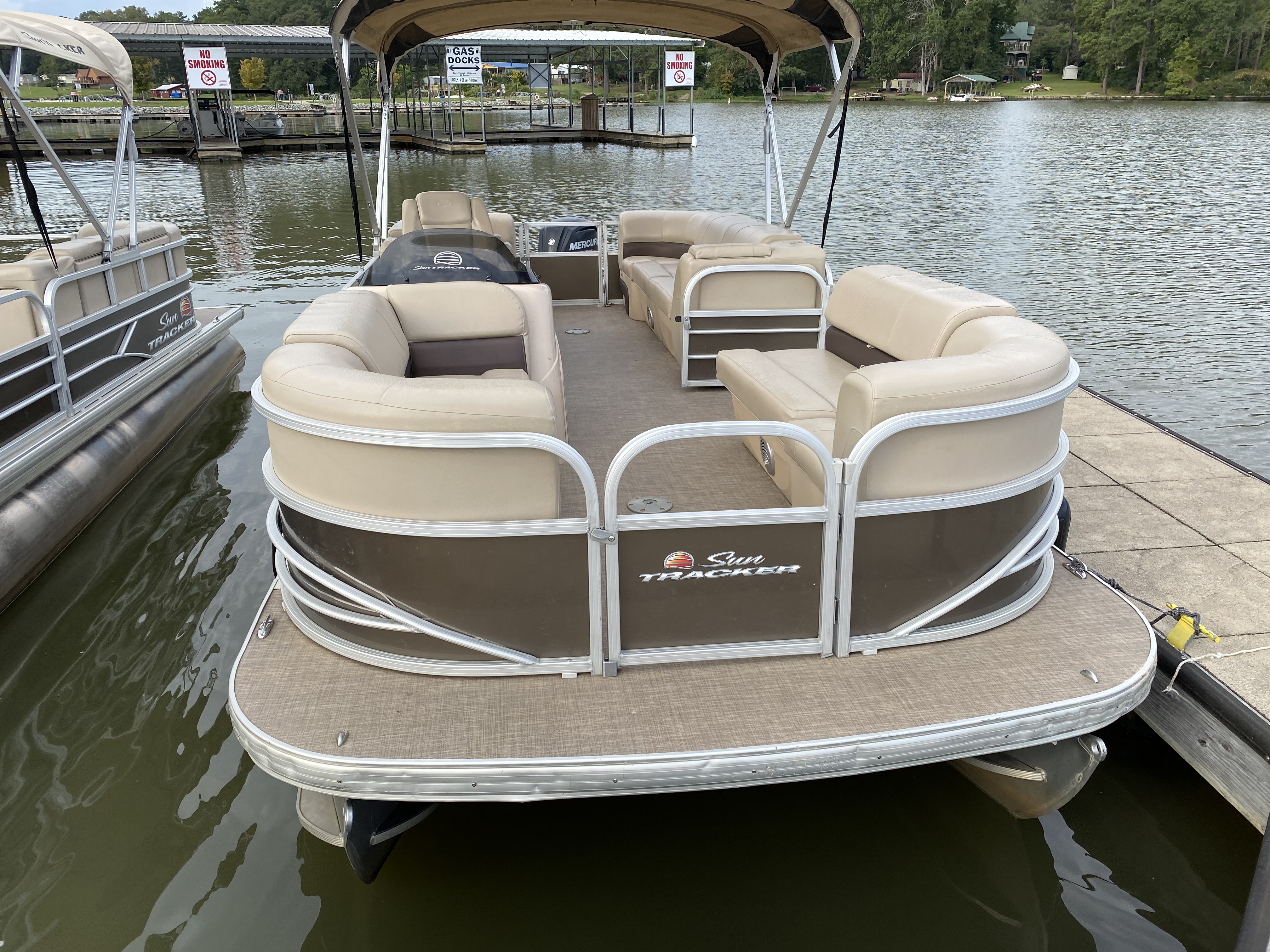 2019 Sun Tracker boat for sale, model of the boat is PARTY BARGE 22 w/ Mercury 115Hp 4S & Image # 1 of 21
