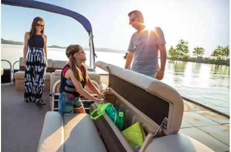 2019 Sun Tracker boat for sale, model of the boat is PARTY BARGE 22 w/ Mercury 115Hp 4S & Image # 4 of 21