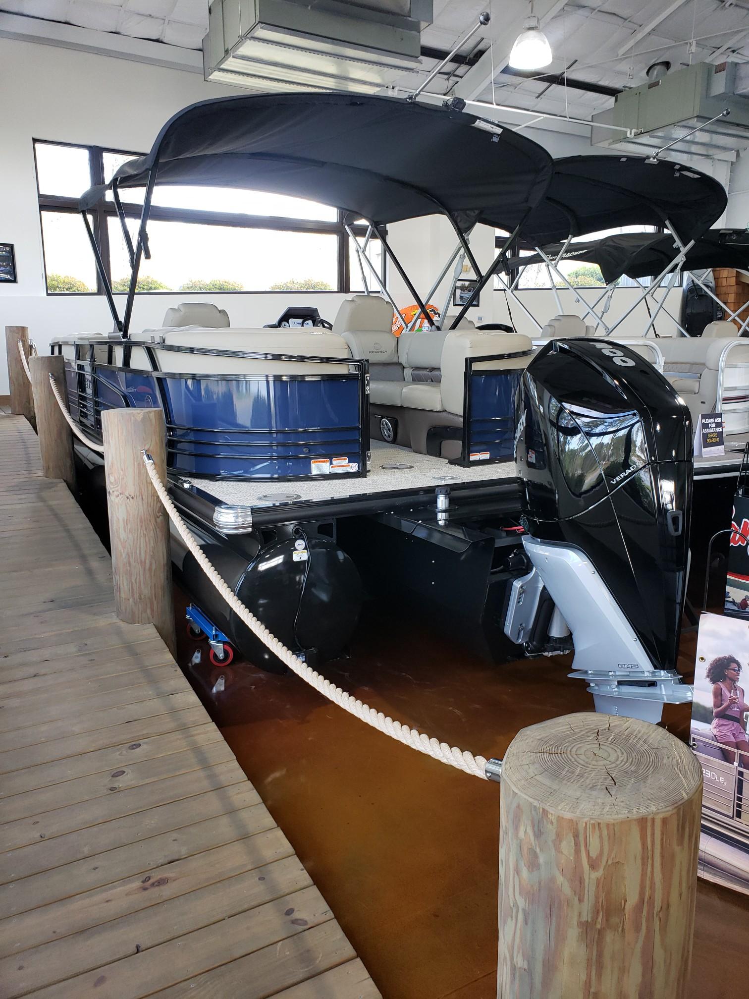 2020 Regency boat for sale, model of the boat is 250 LE3 w/300L Verado & Image # 9 of 27