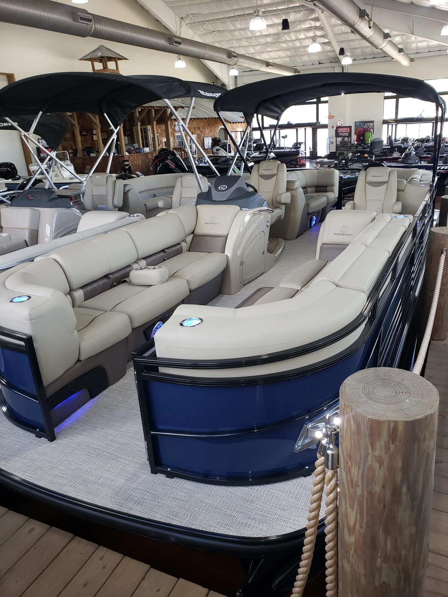 2020 Regency boat for sale, model of the boat is 250 LE3 w/300L Verado & Image # 12 of 27