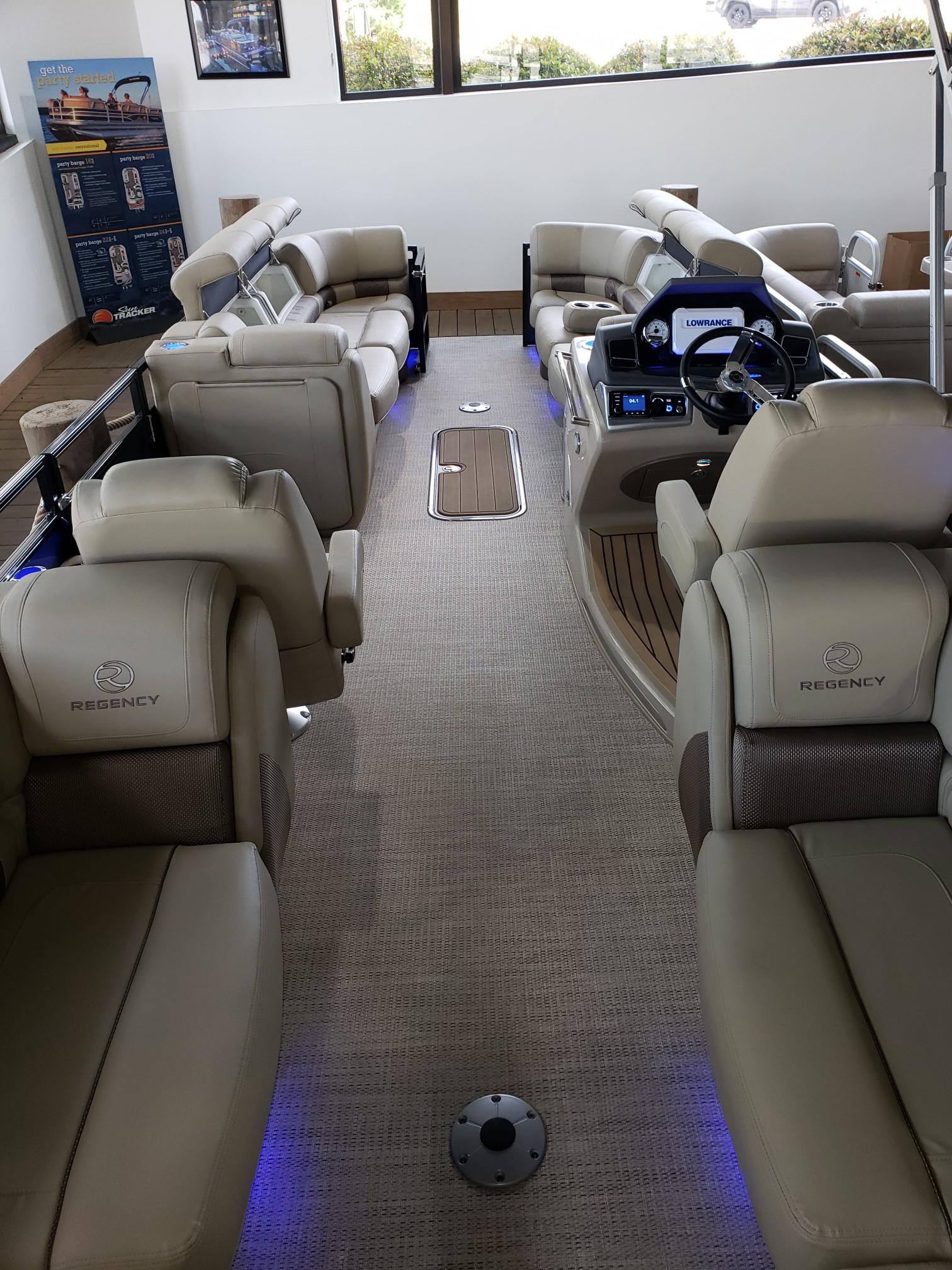2020 Regency boat for sale, model of the boat is 250 LE3 w/300L Verado & Image # 17 of 27